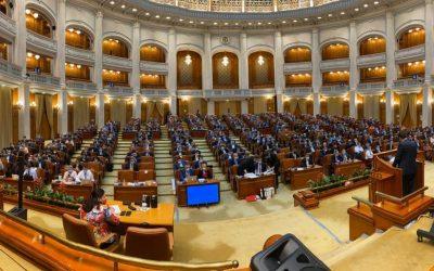 Planul Naţional de Redresare şi Rezilienţă a fost prezentat în faţa Parlamentului în timp ce parlamentarii opoziţiei s-au dat în spectacol