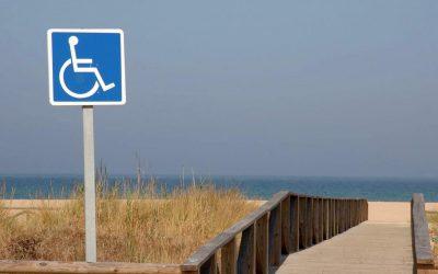 Iniţiativă legislativă pentru accesul facil al persoanelor cu dizabilităţi pe plajă